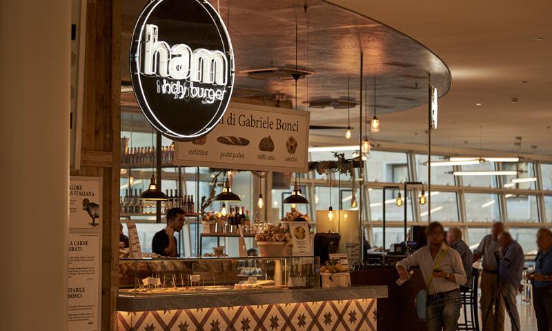 Gruppo Sebeto vende gli Ham Holy Burger a Franco Manna e Giuseppe Montella